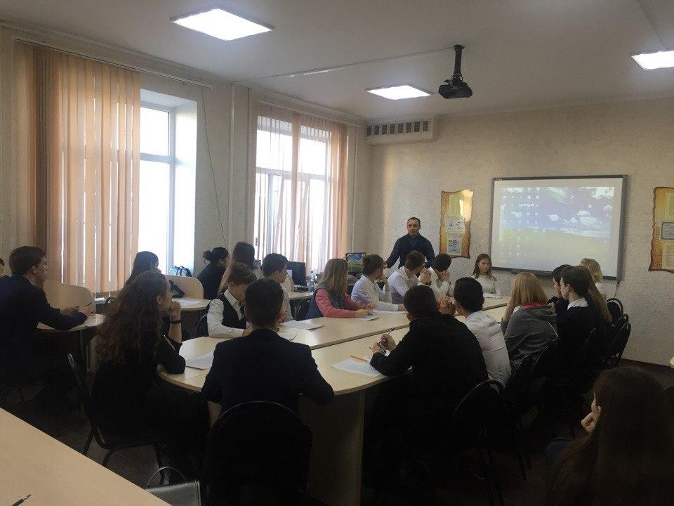 В гимназии №2 прошел открытый урок с молодым предпринимателем Тимофеем Ериным