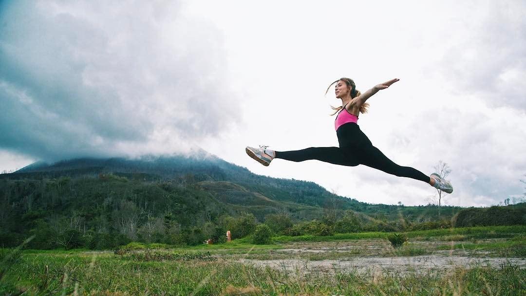 Студия танцев Кокетка проводит для молодежи бесплатные занятия по стретчингу