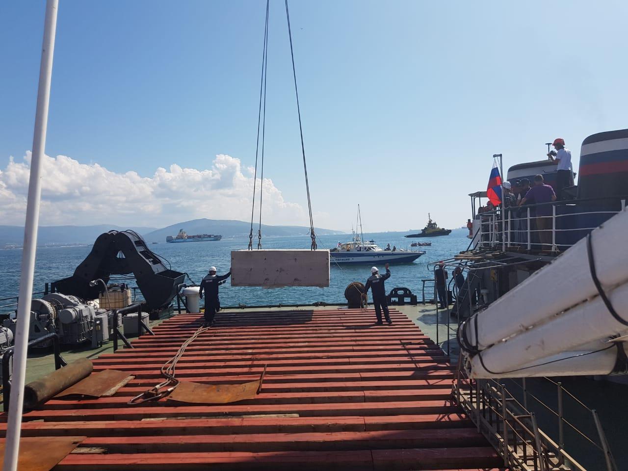 Сегодня в акватории Цемесской бухты у Суджукского маяка произошла закладка на дно Черного моря капсулы – послания потомкам.
