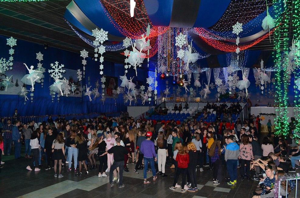 В Новороссийске по инициативе молодежного и студенческого совета прошел первый день бала молодежи.