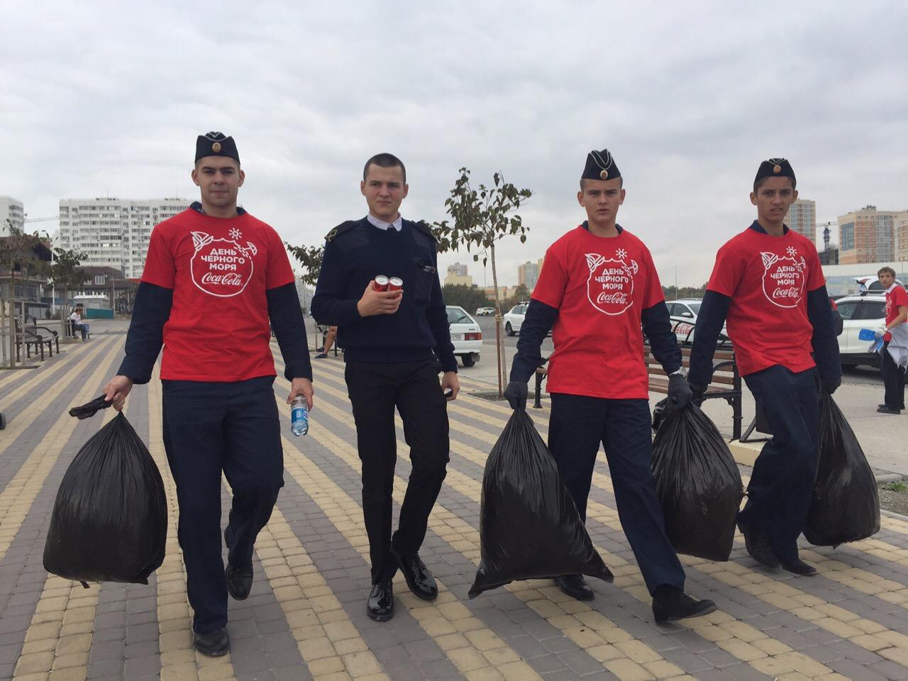 В Международный день Черного моря на Суджукской лагуне состоялся экологический субботник.